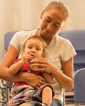 Fotografía-de-Mujer-con-su-bebé-Fotografía-Profesional-Ñuñoa-Santiago